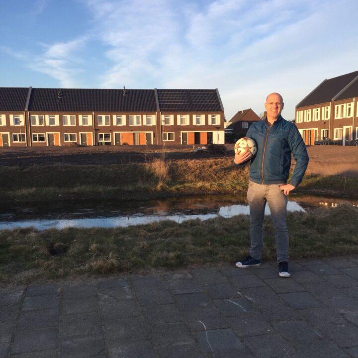 Speeltoestellen en trapveldje op het Molenveld in Moergestel?